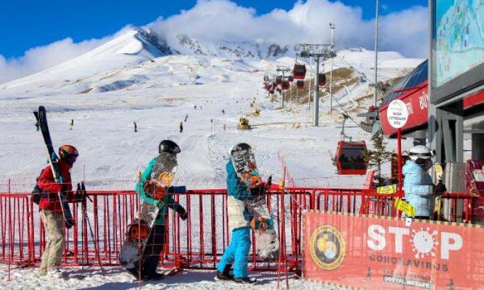 Erciyes Kayak Merkezi'nde yeni yıl öncesi turist yoğunluğu