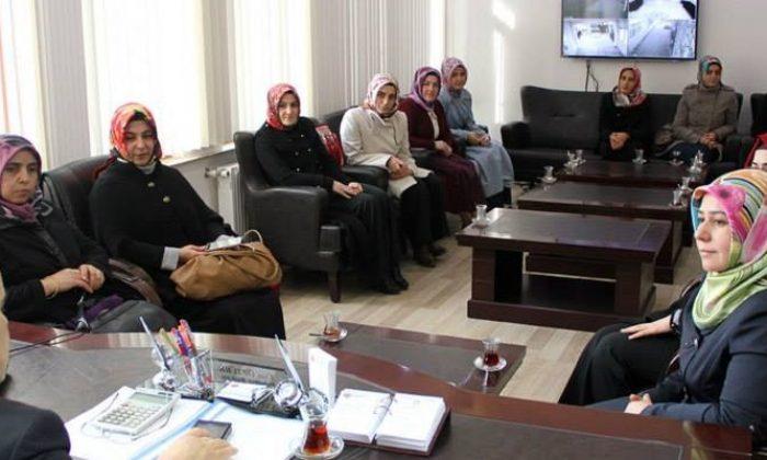 Ak Partili Kadınlar Başkan Öztürk'ü Ziyaret Etti