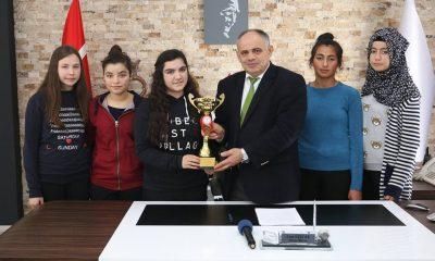 Bayan Badminton Takımından Başkan Öztürk'e Ziyaret