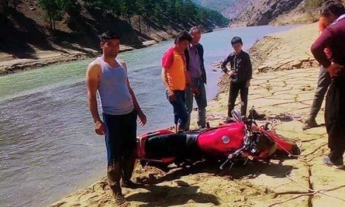 Çalınan motosikletini ırmakta buldu