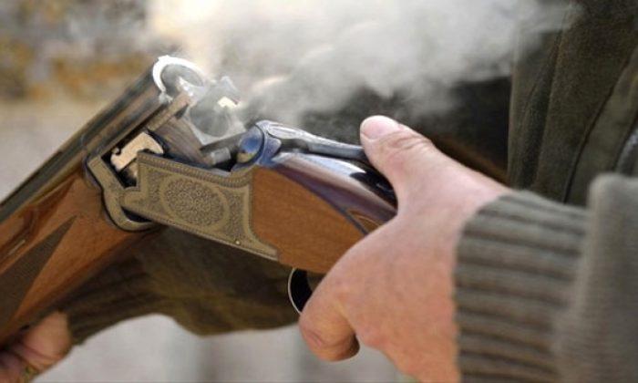 Av tüfeğiyle kendini yaraladı