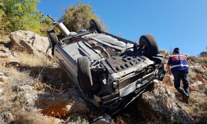 Dere Yatağına Otomobil Yuvarlandı (5 Yaralı)