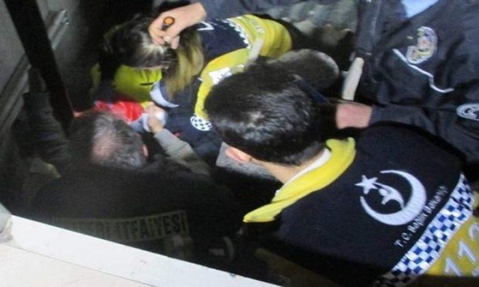 Asansöre Sıkışan Çocuk Ölümden Döndü
