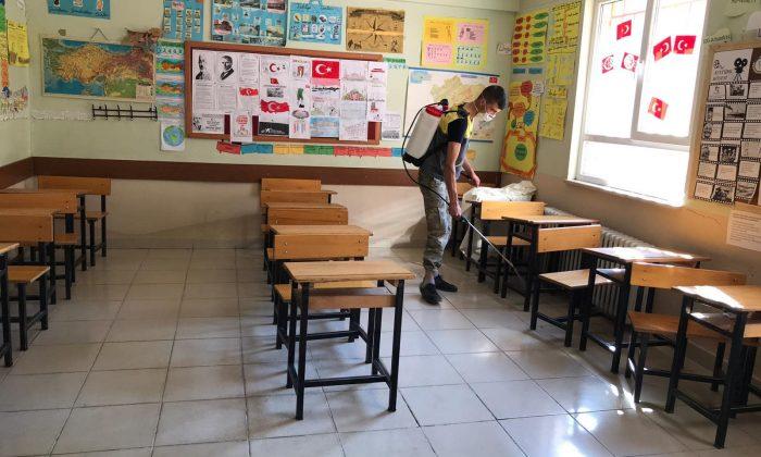 Yahyalı Belediyesi, Okullarda İlaçlama Çalışması Yaptı