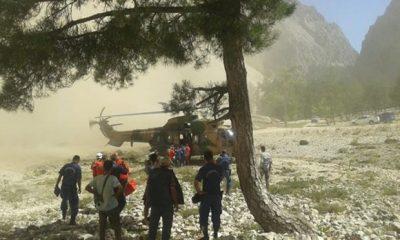 Yamaç Paraşütçüsü Kayalıklara Çakıldı